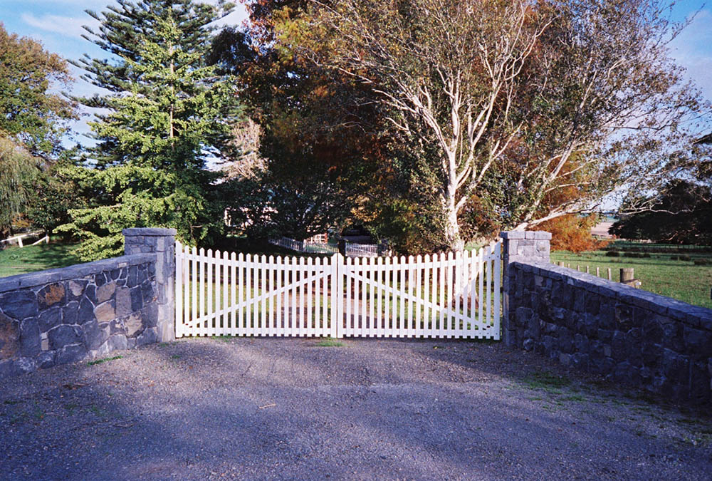 "#PI05_ Scalloped Picket double gates<br /><span>Traditional Picket 05</span><br /><a href=""/enquiry/?about=PI05_ Scalloped Picket double gates"">ENQUIRE ABOUT THIS >></a><span class=""ug-icon-favorite "" data-id=""2482"" id=""spanFavorite2482"" title=""Add to My list""></span>"