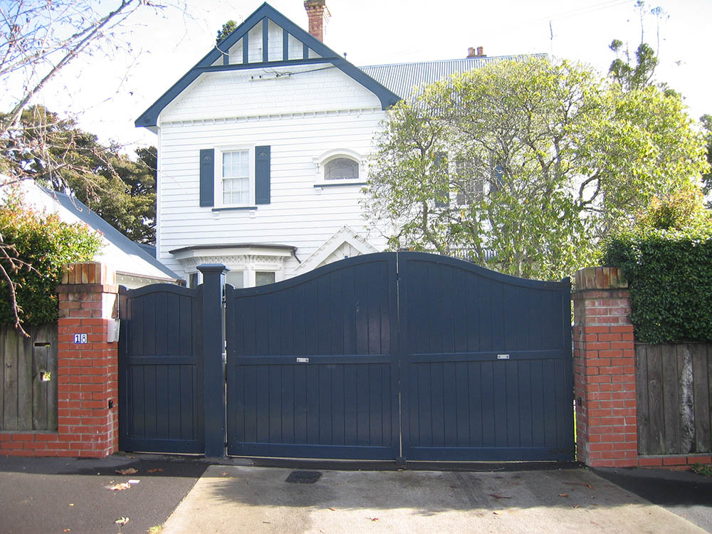 """#SA03_ Blue Saxon pedestrian and double gates<br /><span>Saxon 03</span><br /><a href=""""/enquiry/?about=SA03_ Blue Saxon pedestrian and double gates"""">ENQUIRE ABOUT THIS >></a><br /><a href=""""#""""  data-id=""""https://woodengates2-px.rtrk.co.nz/i/missingphotos/GWIDP3401.jpg"""" class=""""print-this-image"""">PRINT THIS IMAGE >></a><span class=""""ug-icon-favorite """" data-id=""""2484"""" id=""""spanFavorite2484"""" title=""""Add to My list""""></span>"""
