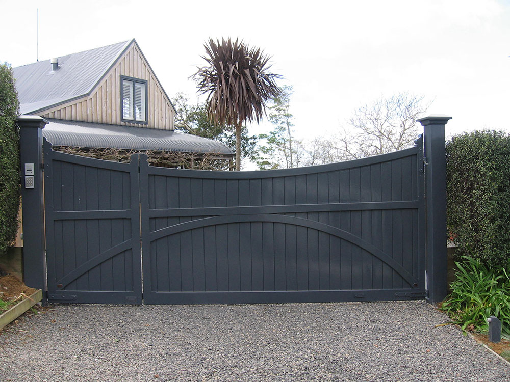 """#VI06Uneven split Victoria gates<br /><span>Victoria 06</span><br /><a href=""""/enquiry/?about=VI06Uneven split Victoria gates"""">ENQUIRE ABOUT THIS >></a><br /><a href=""""#""""  data-id=""""https://woodengates2-px.rtrk.co.nz/i/missingphotos/Victoria.jpg"""" class=""""print-this-image"""">PRINT THIS IMAGE >></a><span class=""""ug-icon-favorite """" data-id=""""2504"""" id=""""spanFavorite2504"""" title=""""Add to My list""""></span>"""