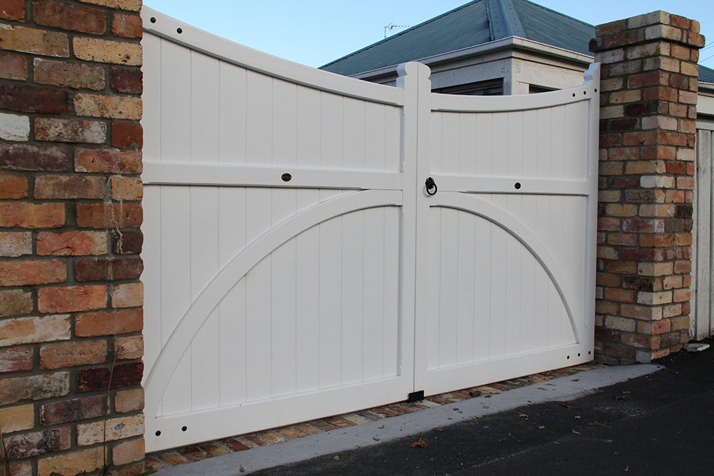 """#VI02_ Traditional Victoria gates<br /><span>Victoria 02</span><br /><a href=""""/enquiry/?about=VI02_ Traditional Victoria gates"""">ENQUIRE ABOUT THIS >></a><br /><a href=""""#""""  data-id=""""https://woodengates2-px.rtrk.co.nz/i/missingphotos/Victoria3.jpg"""" class=""""print-this-image"""">PRINT THIS IMAGE >></a><span class=""""ug-icon-favorite """" data-id=""""2506"""" id=""""spanFavorite2506"""" title=""""Add to My list""""></span>"""