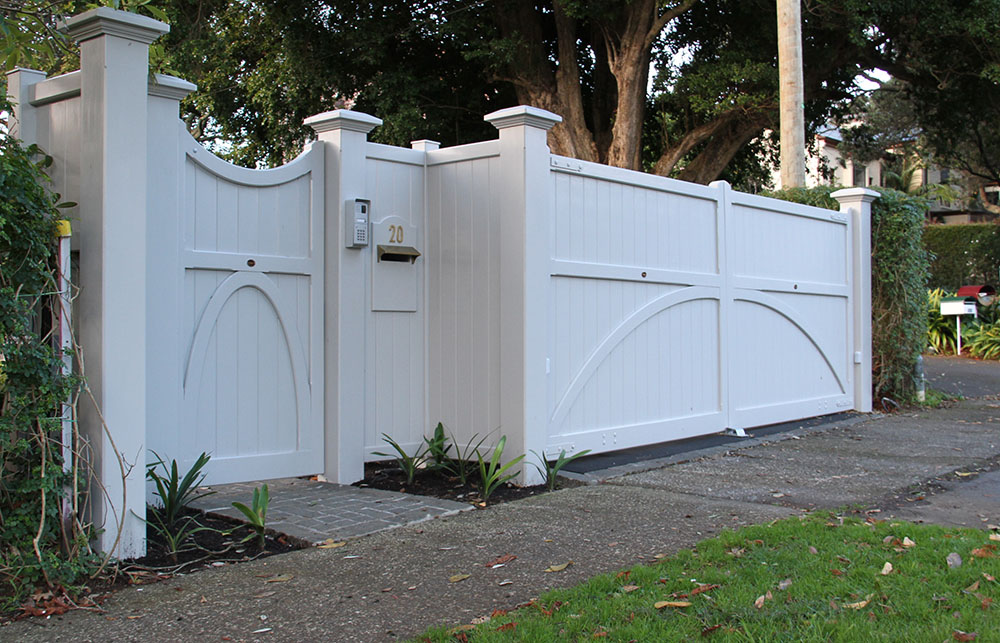 """#VI09_ Pedestrian Victoria with Custom main gates<br /><span>Victoria 09</span><br /><a href=""""/enquiry/?about=VI09_ Pedestrian Victoria with Custom main gates"""">ENQUIRE ABOUT THIS >></a><br /><a href=""""#""""  data-id=""""https://woodengates2-px.rtrk.co.nz/i/missingphotos/Vicyoria.jpg"""" class=""""print-this-image"""">PRINT THIS IMAGE >></a><span class=""""ug-icon-favorite """" data-id=""""2513"""" id=""""spanFavorite2513"""" title=""""Add to My list""""></span>"""